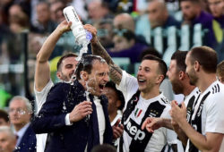 FILE PHOTO: Soccer Football - Serie A - Juventus v Fiorentina - Allianz Stadium, Turin, Italy - April 20, 2019  Juventus coach Massimiliano Allegri celebrates winning the league after the match with Federico Bernardeschi and team mates.  REUTERS/Massimo Pinca/File Photo X06511