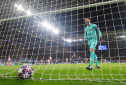 Fussball: UEFA Champions League, Achtelfinele, RB Leipzig - Tottenham Hotspur. Torwart Hugo Lloris Tottenham Hotspur holt nach dem 1:0 von Sabitzer RB Leipzig den Ball aus dem Tor. GER, UEFA Champions League, RB Leipzig - Tottenham Hotspur, 10.03.2020 Leipzig *** Football UEFA Champions League, Echtelfinele, RB Leipzig Tottenham Hotspur Goalkeeper Hugo Lloris Tottenham Hotspur gets the ball out of the goal after the 1 0 by Sabitzer RB Leipzig GER, UEFA Champions League, RB Leipzig Tottenham Hotspur, 10 03 2020 Leipzig Copyright: xTomxWellerx/xEibner-Pressefotox EPeer