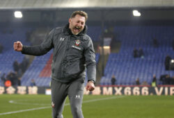 Sport Bilder des Tages Southampton manager, Ralph Hasenhuttl celebrates with fans during the Premier League match between Crystal Palace and Southampton at Selhurst Park, London, England on 21 January 2020. PUBLICATIONxNOTxINxUK Copyright: xCarltonxMyriex 26040035