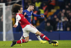 epa08148811 Mason Mount (R) of Chelsea in action against Matteo Guendouzi of Arsenal during the English Premier League match between Chelsea and Arsenal in London, Britain, 21 January 2020.  EPA-EFE/WILL OLIVER No use with unauthorized audio, video, data, fixture lists, club/league logos or 'live' services. Online in-match use limited to 120 images, no video emulation. No use in betting, games or single club/league/player publications.  EDITORIAL USE ONLY