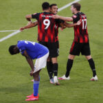 Putoamiskamppailijat elintärkeisiin voittoihin – Leicesterin jo varmalta näyttänyt Mestareiden Liiga -paikka valumassa pois hyppysistä