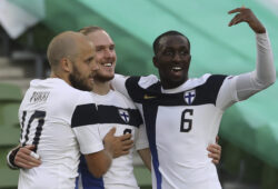 Finland's Fredrik Jensen, center, celebrates with teammates after scoring the openig goal of the game during UEFA Nations League soccer match between Ireland and Finland at the Aviva stadium in Dublin, Ireland, Sunday, Sept. 6, 2020. (Lorraine O'Sullivan/ Pool via AP )  XAG122