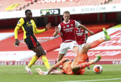 Watford's Danny Welbeck, left, scores a goal on Arsenal's goalkeeper Emiliano Martinez during the second half of the English Premier League soccer match between Arsenal and Watford at Emirates Stadium in London, England, Sunday, July 26, 2020. (AP photo/Julian Finney, Pool)  MDJC149