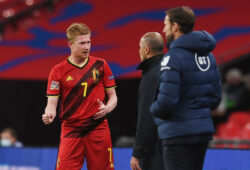 Soccer Football - UEFA Nations League - League A - Group 2 - England v Belgium - Wembley Stadium, London, Britain - October 11, 2020 Belgium's Kevin De Bruyne speaks with coach Roberto Martinez during the match Pool via REUTERS/Neil Hall  X02954