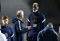 epa08810250 France's head coach Didier Deschamps (L) speaks with France's mdfielder Paul Pogba before a training session of the French national soccer team in Clairefontaine-en-Yvelines, France, 09 November 2020. France faces Finland on 11 November in an international friendly match.  EPA-EFE/FRANCK FIFE / POOL **MAXPPP OUT**